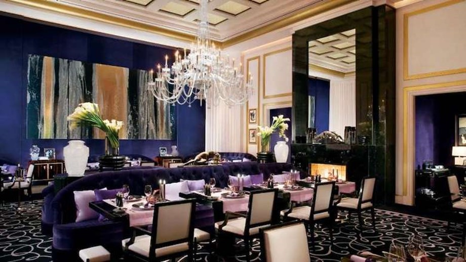Joël Robuchon serves up a 16-course menu for groups to enjoy.