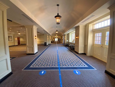 Directional arrows are used at the Williamsburg Lodge to keep attendees moving in one direction.