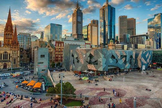 Melbourne main img 100kb