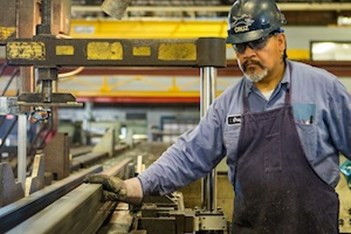Study: Top Manufacturing Companies Embrace Rewards and Recognition